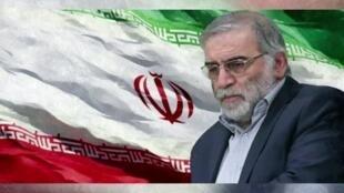 العالم النووي الإيراني محسن فخري زاده في صورة مركبة يقع العلم الوطني في خلفيتها.