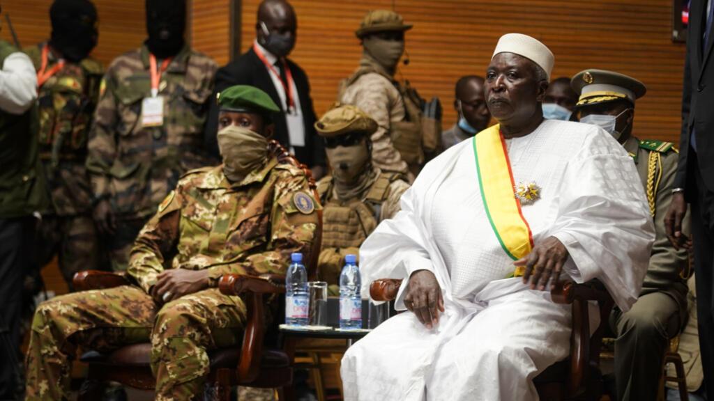 Transition politique au Mali : Bah N'daw investi, la Cédéao maintient les sanctions