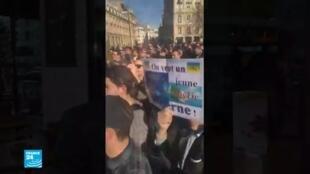 جزائريون يتظاهرون في فرنسا ضد العهدة الخامسة لبوتفليقة.
