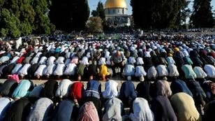 Thousands of Palestinians prayed at the Al-Aqsa mosque in Jerusalem at the start of the Muslim Eid al-Adha holiday