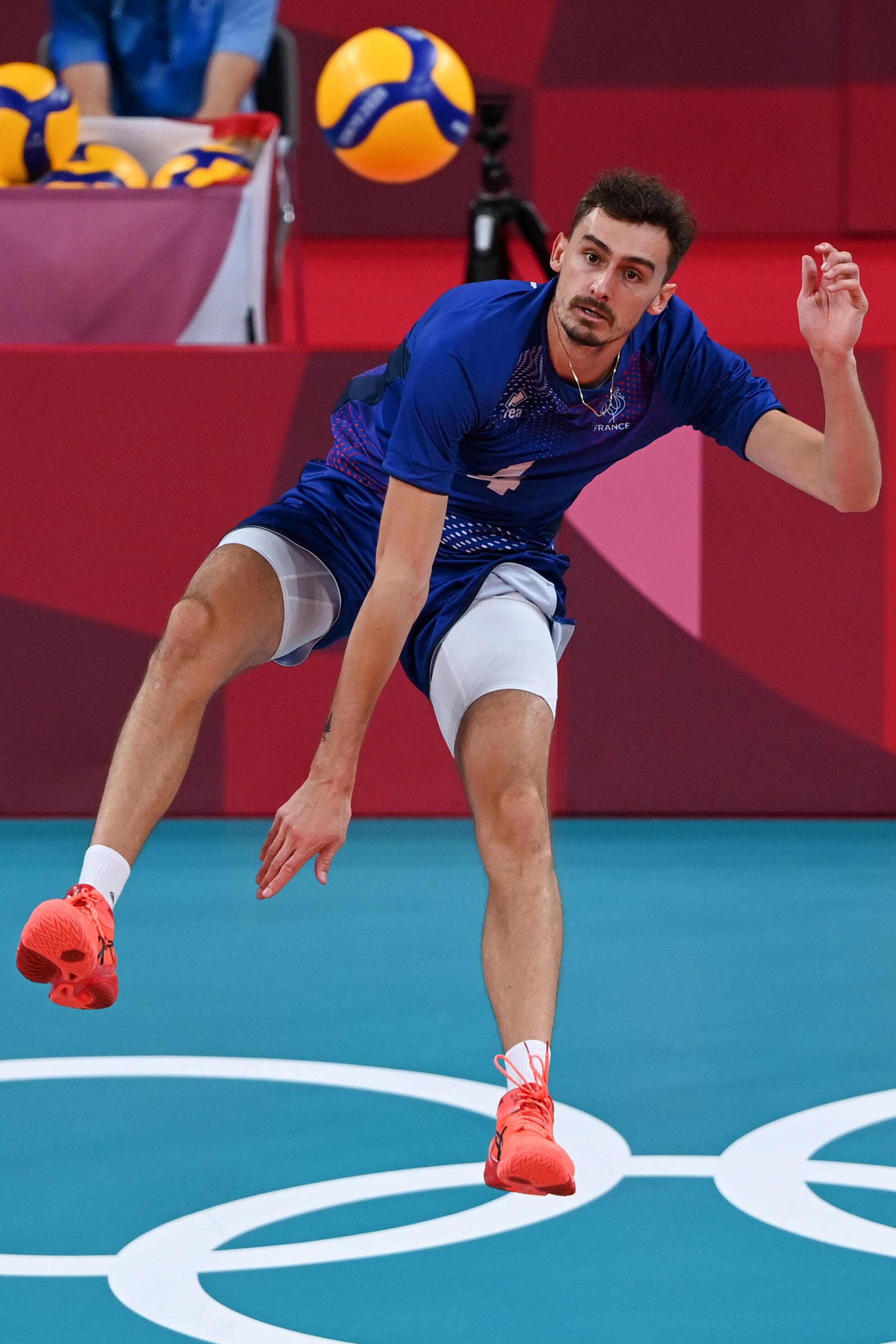 El francés Jean Patry durante los cuartos de final del torneo de voleibol de los Juegos Olímpicos de Tokio contra Polonia, 3 de agosto de 2021