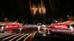 Fuegos artificiales forman el número 70 para conmemorar las siete décadas de la fundación de la República Popular China en Beijing, el 1 de octubre de 2019.