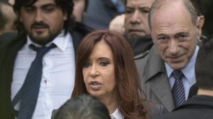 L'ex-présidente argentine, Cristina Kirchner, a été inculpée pour préjudice à l'État après une opération de spéculation fin 2015.