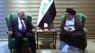 رئيس الوزراء العراقي حيدر العبادي خلال اجتماع مع رجل الدين الشيعي مقتدى الصدر 20 أيار/مايو 2018