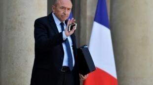 El ministro del Interior de Francia, Gerard Collomb, asiste a una reunión de gabinete en el Palacio del Elíseo, en París, el 16 de mayo de 2018