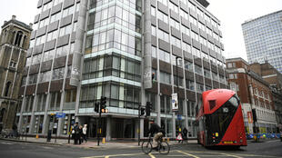 Vista de la sede principal de la empresa Cambridge Analytica en Londres, empresa que declaró el cese de actividades tras el escándalo de filtración de datos. Abril 14 de 2018.