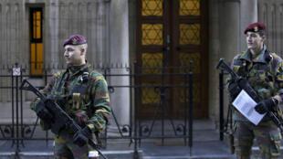 Une patrouille de soldats belges, le 17 janvier 2015.