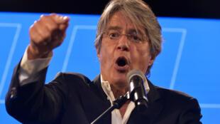 El candidato conservador a la presidencia de Ecuador, Guillermo Lasso, se dirige a sus seguidores tras la primera vuelta de las elecciones, el 7 de febrero de 2021