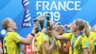 L'équipe suédoise après sa victoire contre l'Angleterre pour la troisième place du Mondial de football féminin, le 6 juillet 2019 à Nice