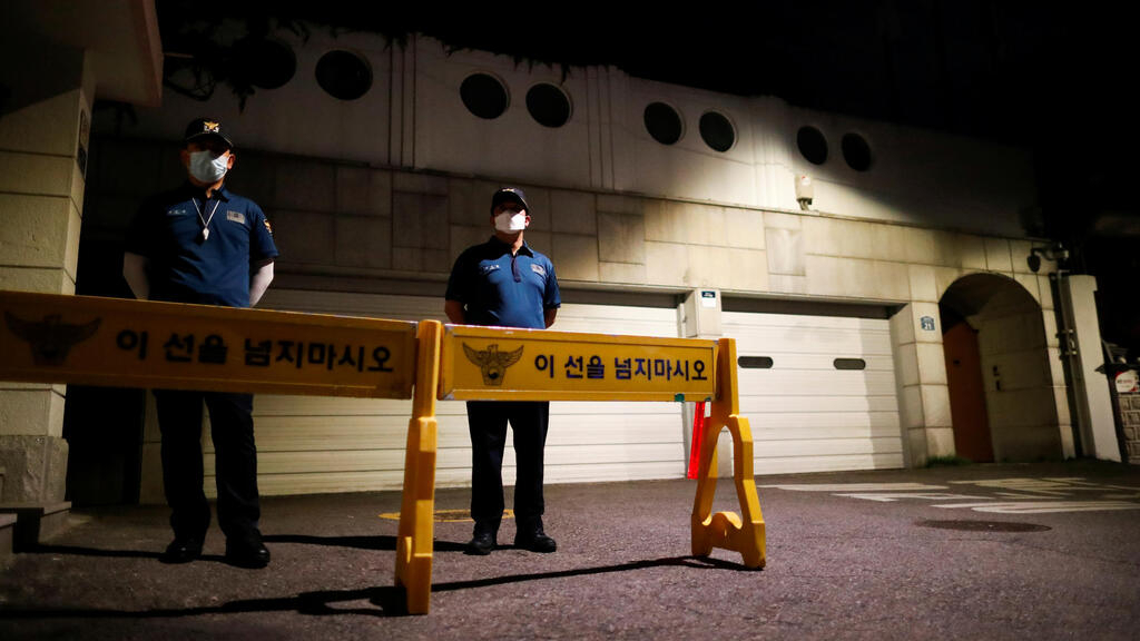 Body of Seoul's mayor found after massive search