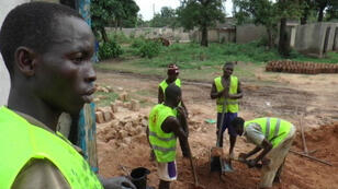 An NGO is helping displaced families in CAR rebuild their homes by providing them with free construction materials
