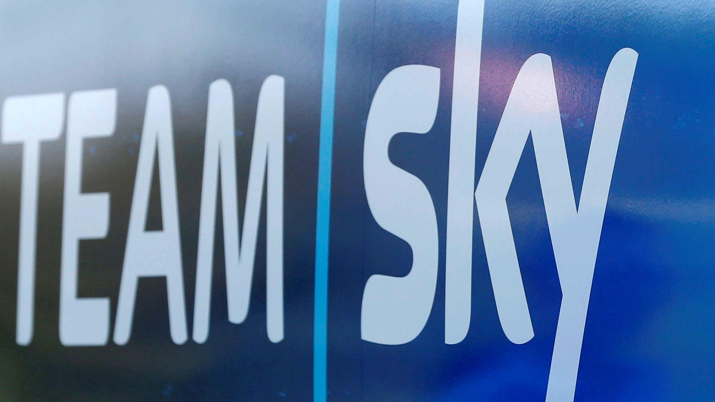 Logo del Equipo Sky en un bus durante el Tour de Francia de 2018 en Carcassone, Francia. 23 de julio de 2018.