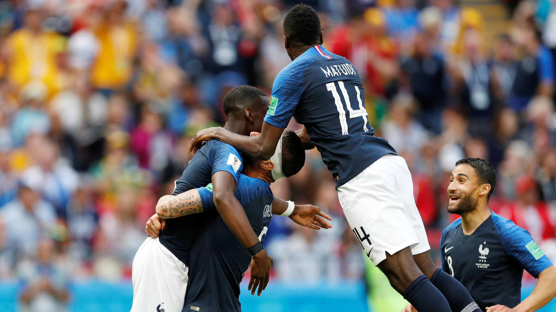 Paul Pogba celebró el segundo gol de Francia con sus compañeros.