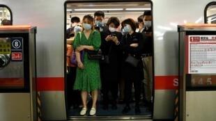 Le métro à l'heure de pointe à Pékin, le 15 juin 2020