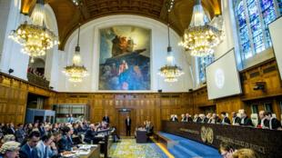 قاعة محكمة العدل الدولية خلال واحدة من جلساتها في 15 نيسان/أبريل 2013