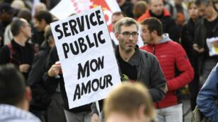Un manifestant dans les rues de Paris, le 10 octobre 2017.