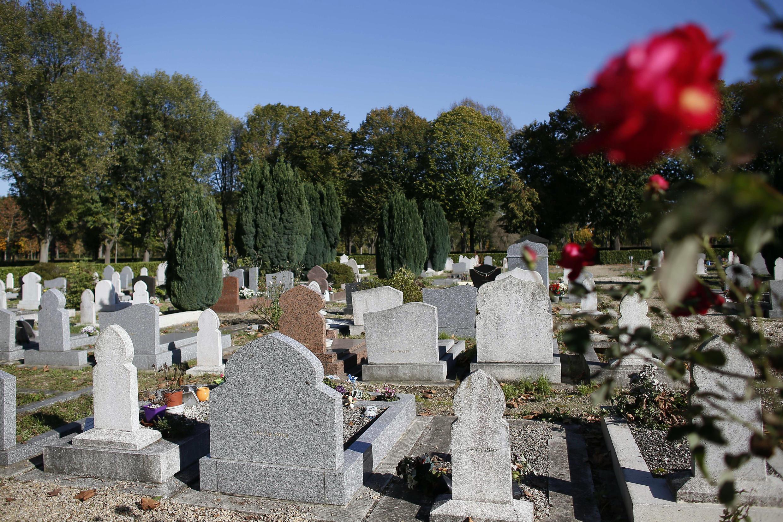 """القسم المخصص لدفن المسلمين في مقبرة """"تيي"""" البلدية بفرنسا"""