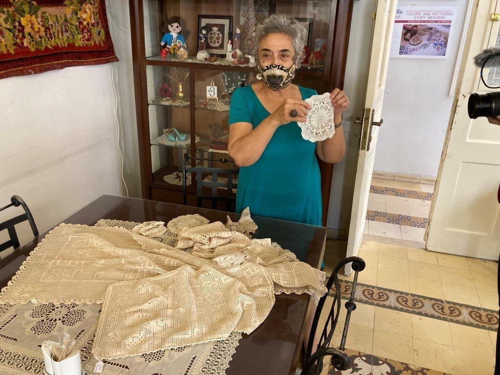 """أربي منغاساريون تشرف على جمعية """"بادغير"""" التي تهتم بشؤون الأرمن في حي برج حمود وتنظم نشاطات ثقافية واجتماعية للحفاظ على التماسك الإجتماعي بين أفراد الجالية الأرمنية ببيروت."""