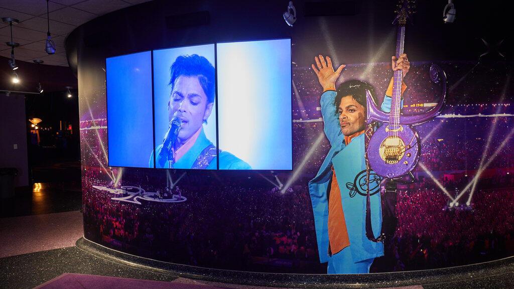 Hommage à Prince dans le musée de Paisley Park, à Chanhassen dans le Minnesota, le 2 novembre 2016.