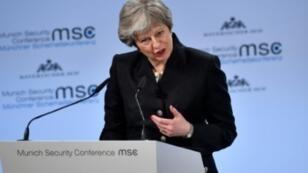 رئيسة الوزراء البريطانية تيريزا ماي أثناء مشاركتها في مؤتمر ميونخ للأمن - 17 فبراير/ شباط 2018