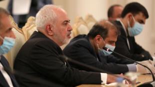 وزير الخارجية الإيراني محمد جواد ظريف يتحدث خلال اجتماع مع وزير الخارجية الروسي سيرجي لافروف في موسكو، روسيا في 16 يونيو 2020.