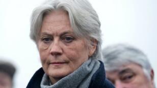 L'épouse de François Fillion, Penelope, a affirmé dimanche 5 mars qu'elle avait bien travaillé pour son mari.