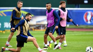 Les Français à l'entraînement à Clairefontaine avant leur match contre la Suisse, dimanche.