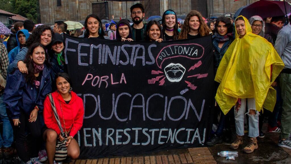 Estudiantes de la Universidad Javeriana en Bogotá, Colombia, miembras del colectivo estudiantil feminista Polifonía.