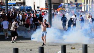 Des supporters britanniques ont envahi le centre de Marseille avant le match Angleterre-Russie dans le cadre de l'Euro-2016, le 11 mai 2016.
