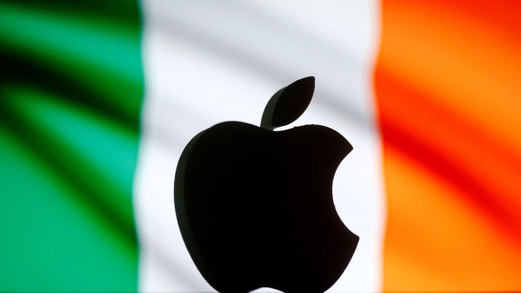 Montaje fotográfico en el que aparece el logo de la multinacional tecnológica Apple con la bandera irlandesa de fondo.En la sentencia de este tribunal, ambas partes han salido beneficiadas y satisfechas. Ilustración del 2 de septiembre de 2016.