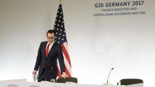Steven Mnuchin, le secrétaire au Trésor des États-Unis, lors d'une conférence de presse à l'issue du G20 Finances, à Baden-Baden, le 19 mars 2017.