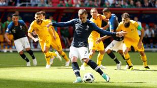 Antoine Griezmann anotó el primer gol de Francia de penalti.