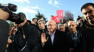 The chairman of the Republican People's Party (CHP) Kemal Kilicdaroglu (C) was assaulted by a mob at a soldier's funeral on Sunday