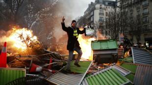 """""""Nous observons semaine après semaine une dérive vers des comportements de plus en plus violents"""", a déclaré Michel Delpuech."""