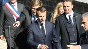 Emmanuel Macron s'est rendu hier à Colombey-les-Deux-Églises, fief du général de Gaulle, pour célébrer les 60 ans de la Ve République.