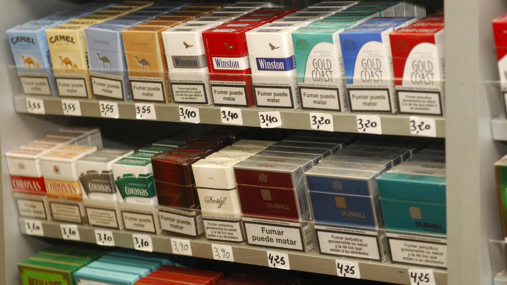 Les paquets de cigarettes seront désormais uniformisés, selon une directive européenne validée mercredi 4 mai 2016.
