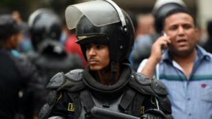 Un policier égyptien durant une manifestation, le 4 mai 2016.