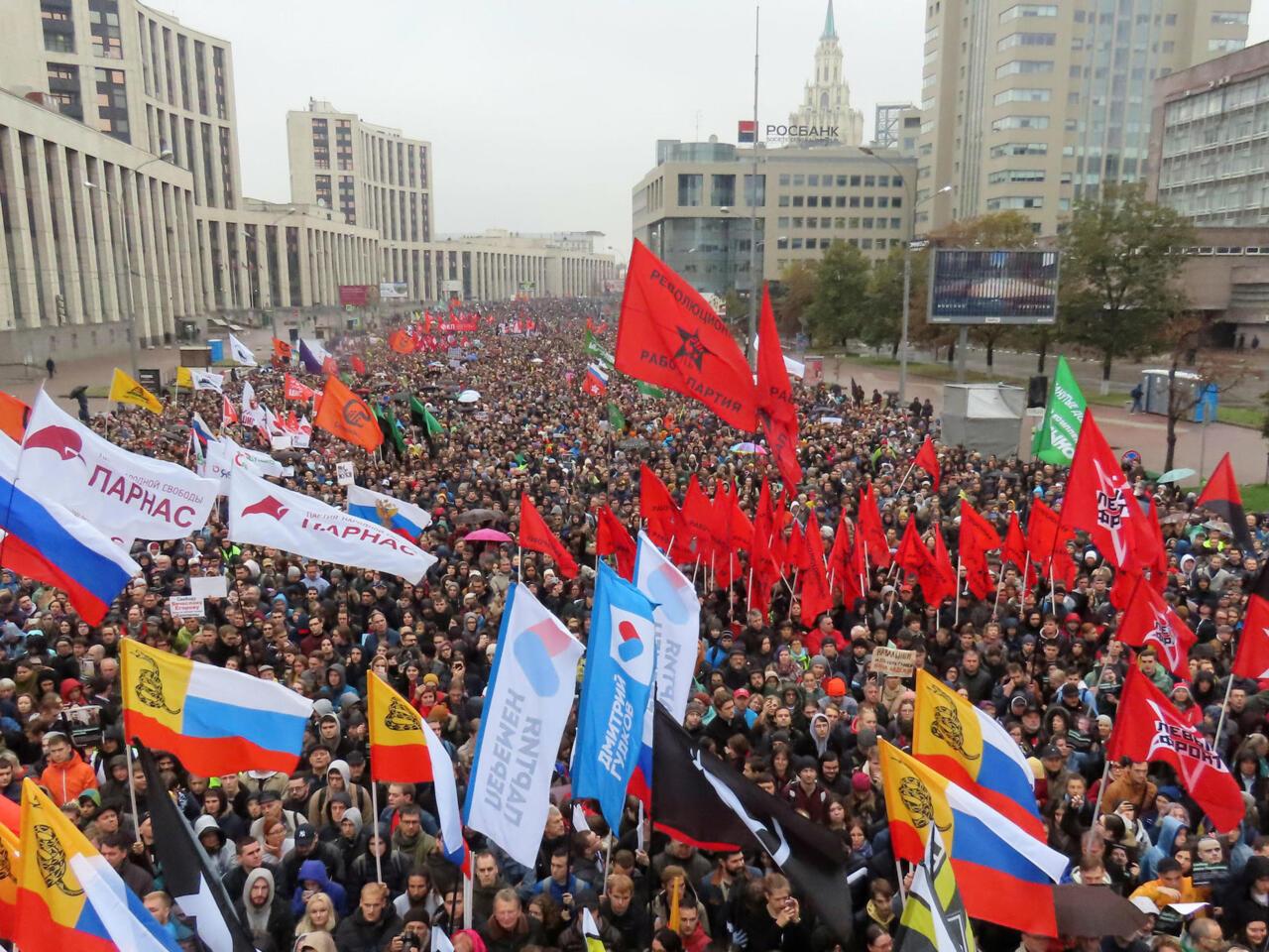 Navalny y otros 24.000 opositores exigen la liberación de presos políticos en Rusia