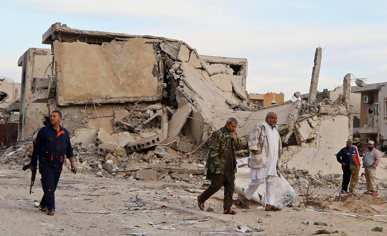 """قوات موالية لحكومة الوفاق الوطني في مدينة سرت في الثامن من كانون الأول/ديسمبر 2016 بعد طرد تنظيم """"الدولة الإسلامية"""" منها."""