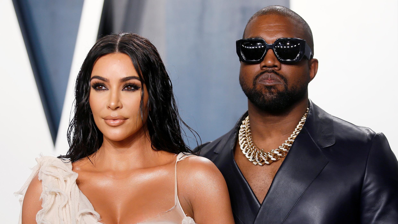 Kim Kardashian y Kanye West asisten a la fiesta de los Oscar Vanity Fair en Beverly Hills durante la 92a edición de los Premios de la Academia, en Los Ángeles, California, EE. UU., 9 de febrero de 2020.