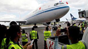 Un avión Boeing 777-300ER, en el aeropuerto internacional de Tocumen en Ciudad de Panamá, Panamá, el 5 de abril de 2018.