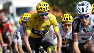 El ciclista del equipo Sky, Christopher Froome, de Gran Bretaña, en acción durante la 18ª etapa de la 104ª edición del Tour de Francia el 20 de julio de 2017 (reeditada el 1 de julio de 2018).