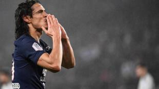 Edinson Cavani célèbre son 200e but sous le maillot du Paris SG contre Bordeaux au Parc des Princes le 23 février 2020