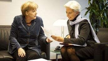 كريستين لاغارد المديرة العامة لصندوق النقد الدولي وأنغيلا ميركل المستشارة الألمانية