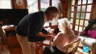2021-04-13 10:10 Covid-19 en France : vaccination difficile pour les personnes âgées et isolées