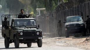 Des soldats pakistanais patrouillent à Peshawar, le 18 septembre 2015.