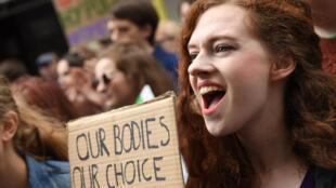 Manifestation pour la légalisation de l'avortement devant l'ambassade d'Irlande à Londres, le 30 septembre 2017.