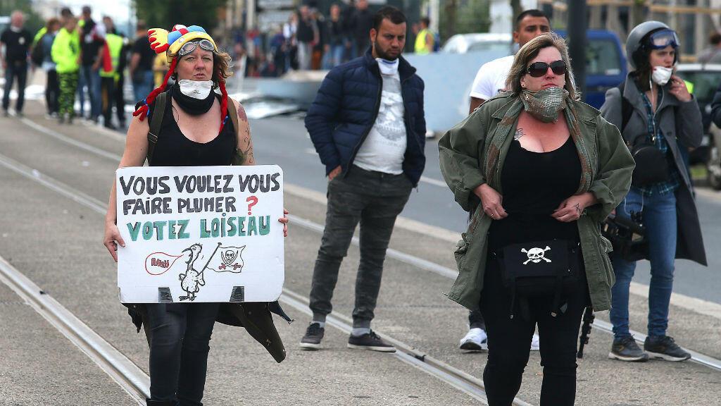 Miles de franceses participaron en una manifestación convocada por el movimiento 'chalecos amarillos' el 18 de mayo de 2019 en Francia.