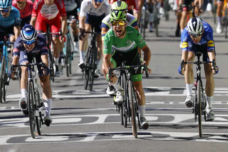 Mark Cavendish makes Tour history at Carcassonne