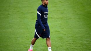 L'attaquant des Bleus, Kylian Mbappé, à l'entraînement au Stade de France, à Saint-Denis, le 7 septembre 2020
